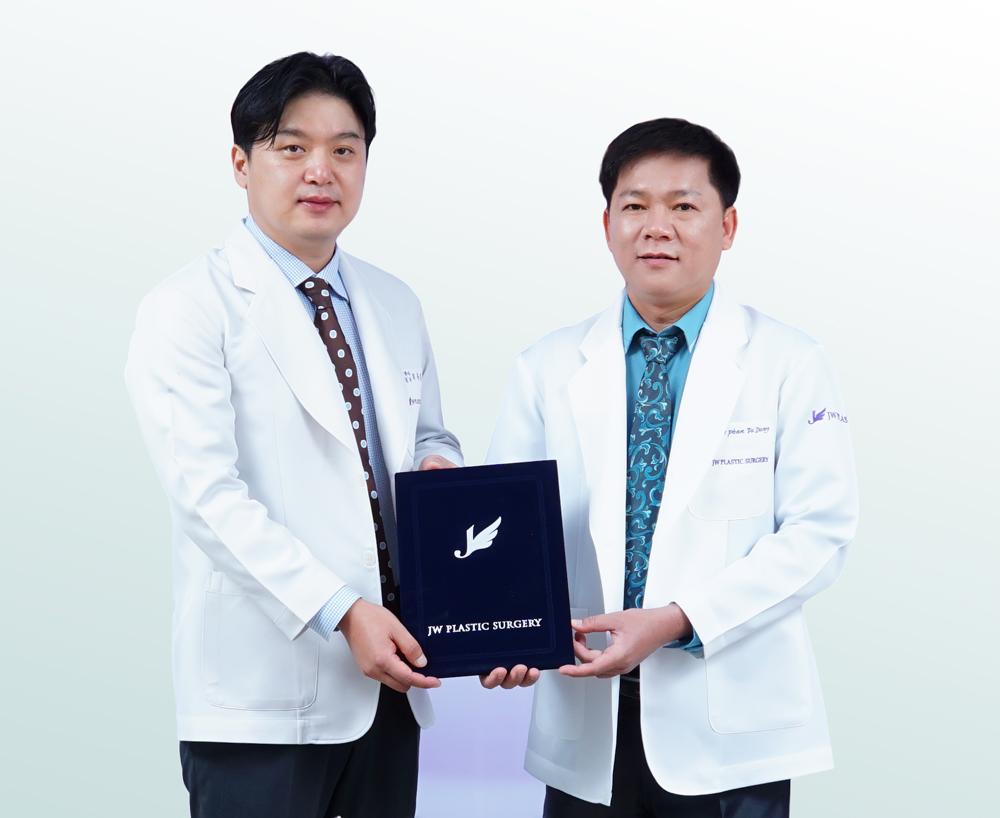 Theo chân bác sĩ thẩm mỹ mắt hàng đầu Hàn Quốc Hong Lim Choi tại Việt Nam
